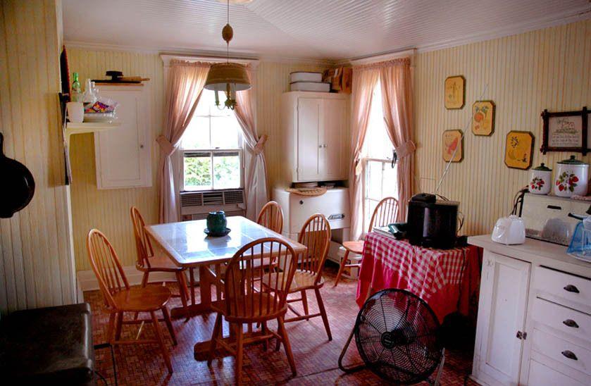 1r11_kitchen_ranchhouse_gibbons_00.jpg