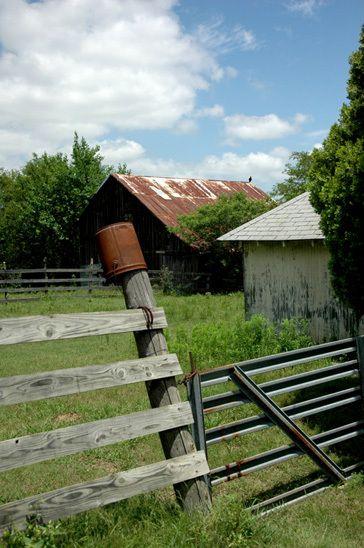 1r12_barn_ranchhouse_gibbons_00.jpg