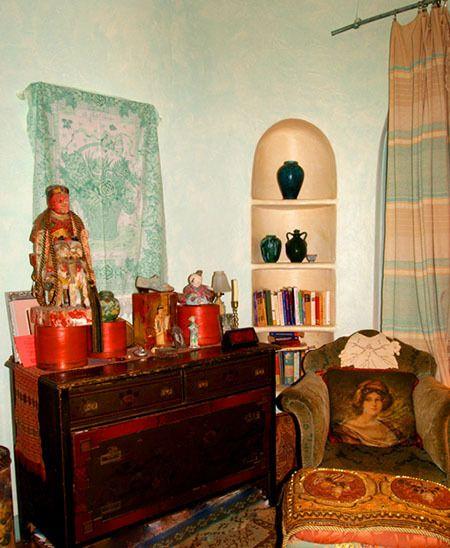1r25_bedroom_shook.jpg