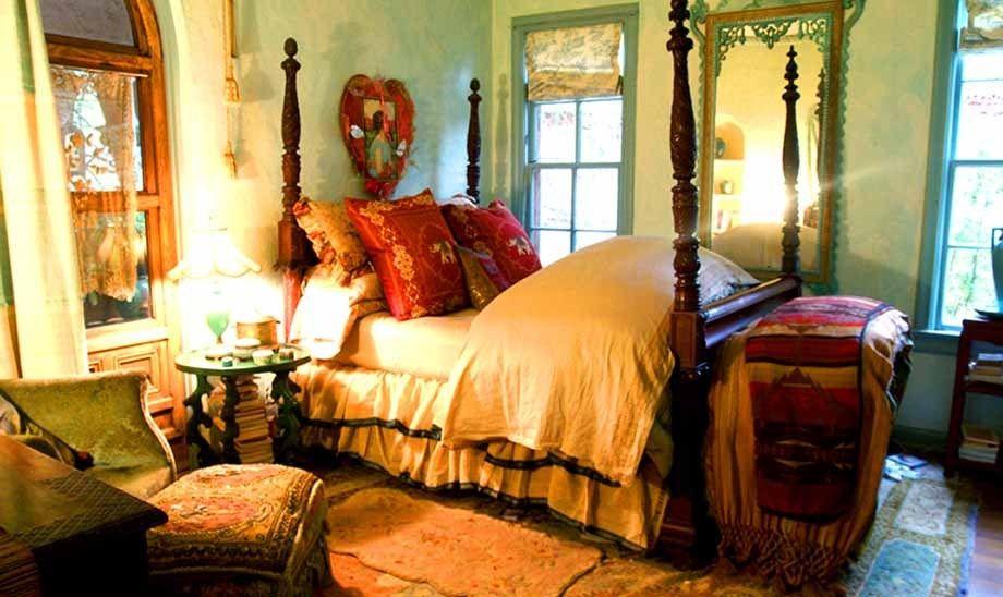 1r22_bedroom_shook.jpg