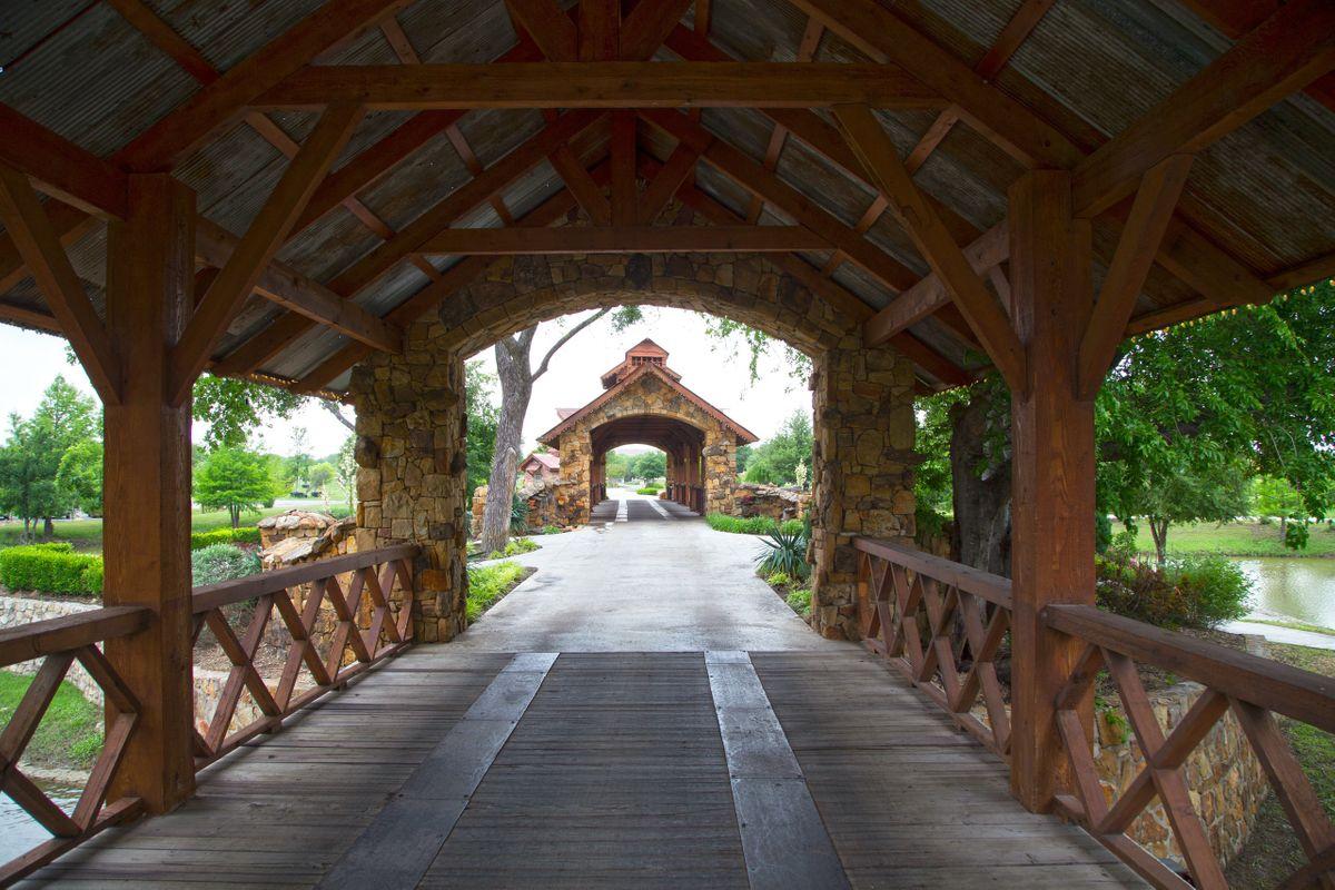 Sanders Hitch Traditional Home Photo Video Shoot Location Landscape Bridges  15.jpg
