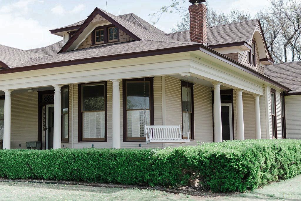 Sanders Hitch Traditional Home Photo Video Shoot Location Exterior 1.jpg