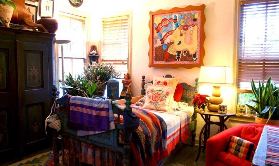 1r21_bedroom_shook.jpg