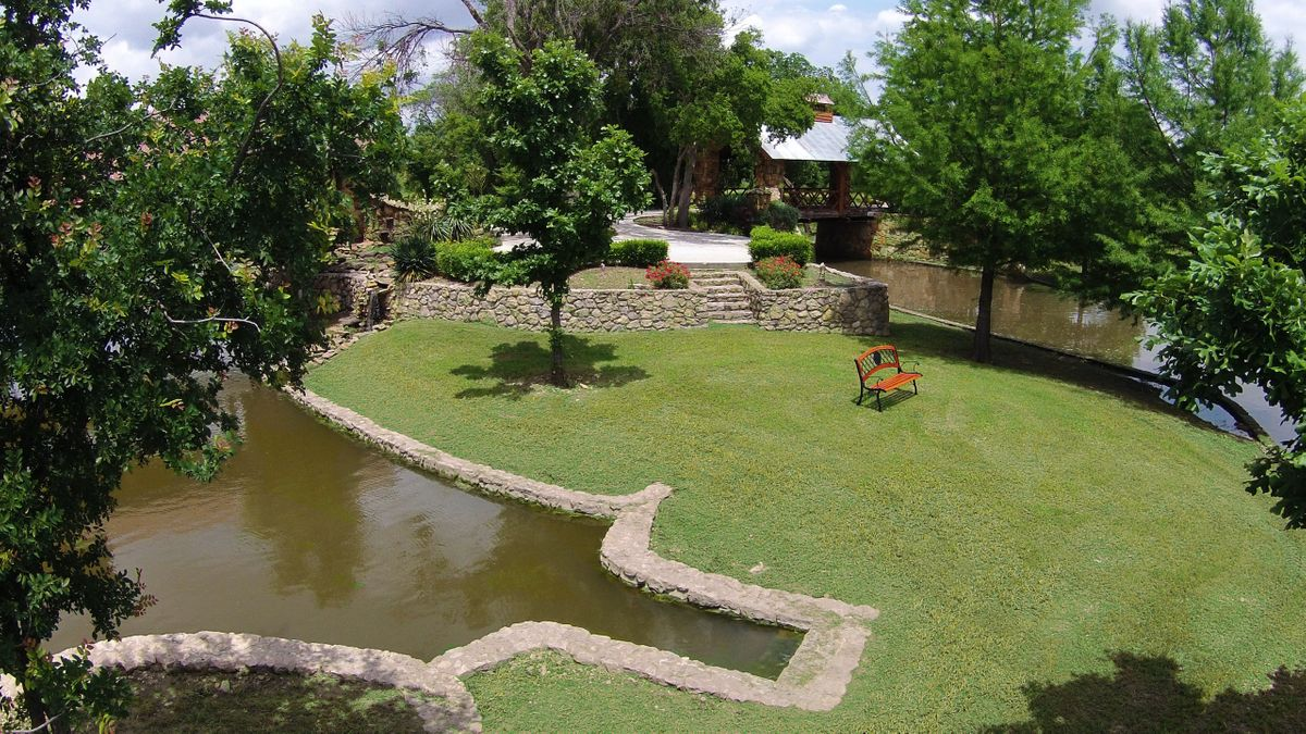 Sanders Hitch Traditional Home Photo Video Shoot Location Landscape Bridges  5.JPG