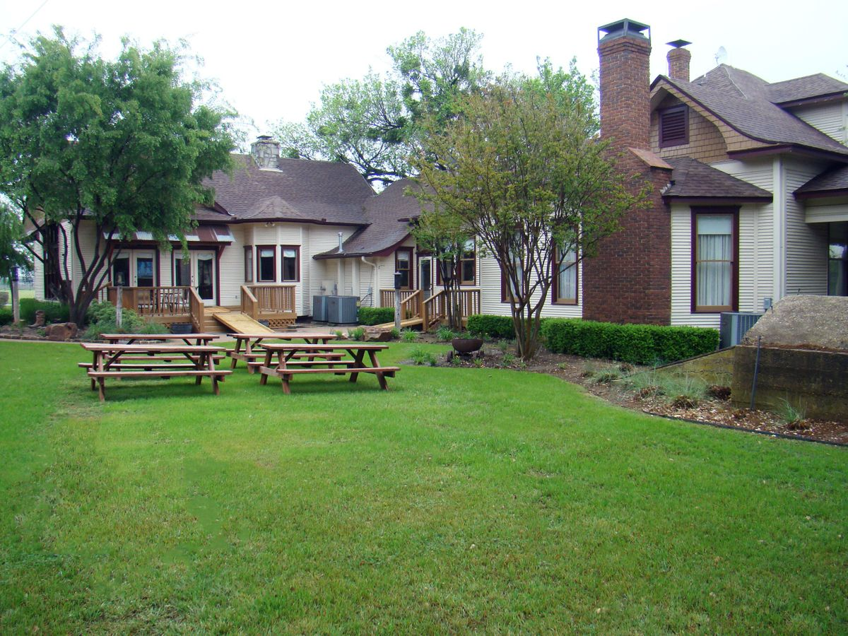 Sanders Hitch Traditional Home Photo Video Shoot Location Exterior 4.jpg