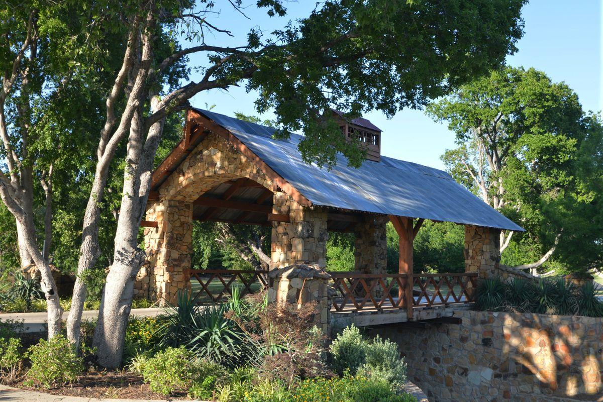 Sanders Hitch Traditional Home Photo Video Shoot Location Landscape Bridges  2.JPG