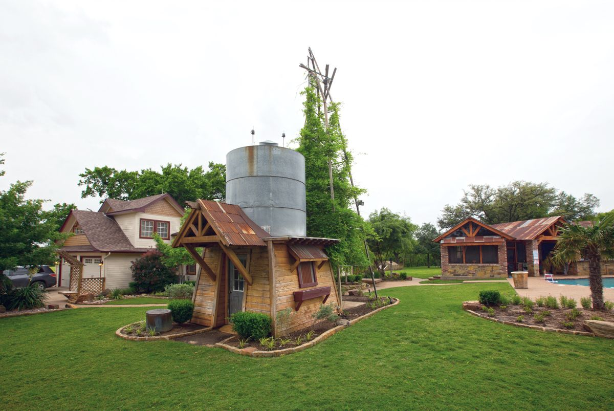 Sanders Hitch Traditional Home Photo Video Shoot Location Exterior 6.jpg
