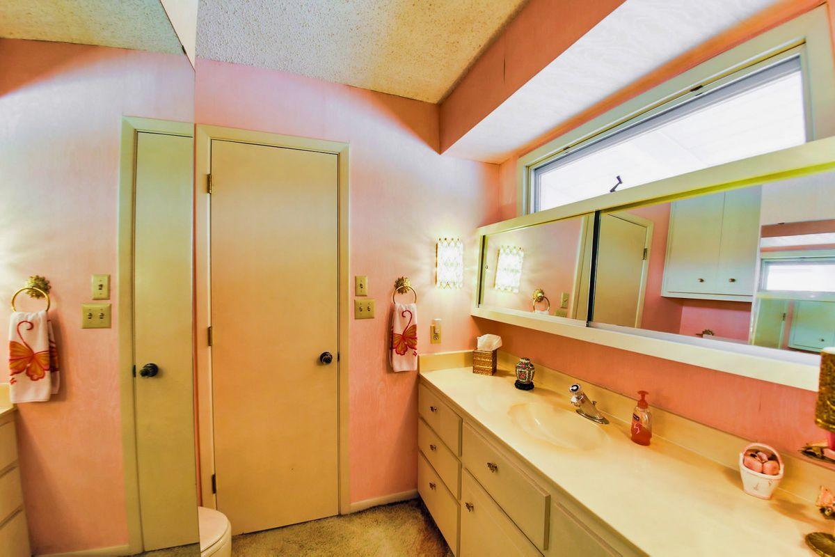Shagplace Mid Century Modern Home Photo Video Shoot Location Dallas 24.jpeg