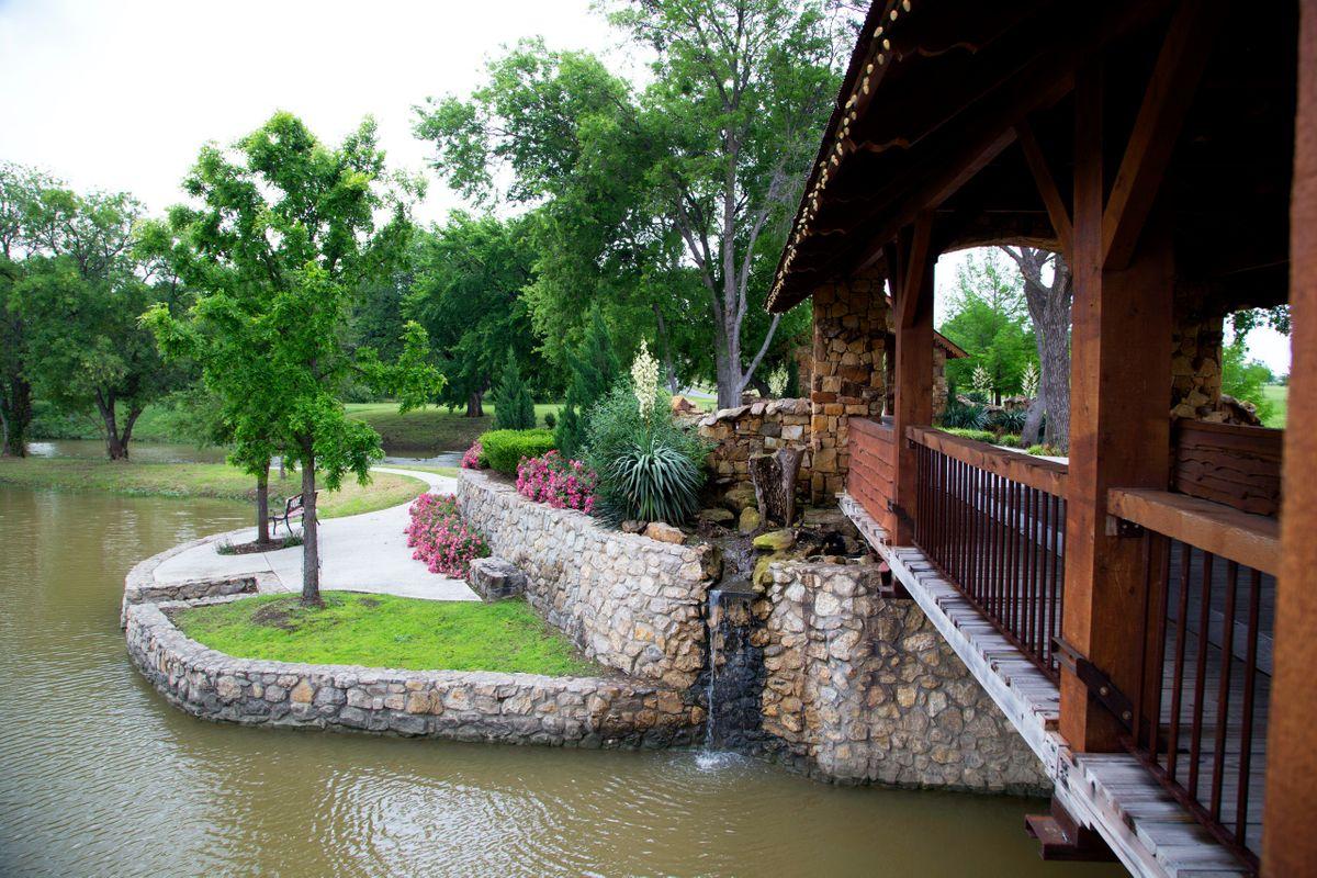 Sanders Hitch Traditional Home Photo Video Shoot Location Landscape Bridges  13.jpg