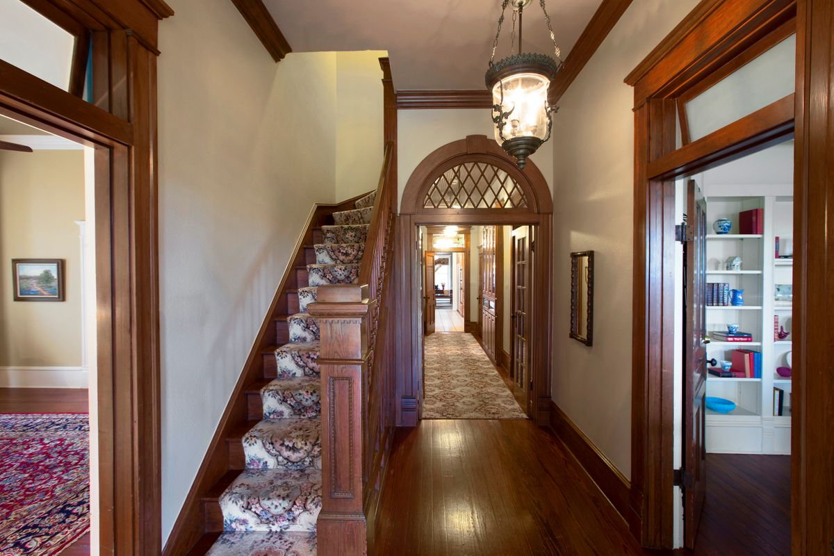 Sanders Hitch Traditional Home Photo Video Shoot Location Interior Rooms 7.jpg