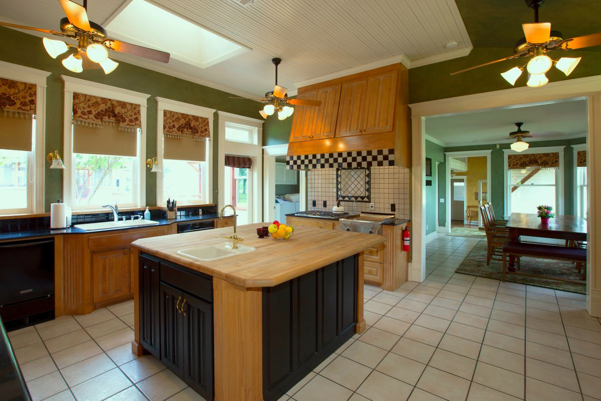 Sanders Hitch Traditional Home Photo Video Shoot Location Interior Rooms 19.jpg