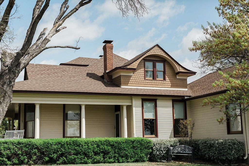 Sanders Hitch Traditional Home Photo Video Shoot Location Exterior 2.jpg