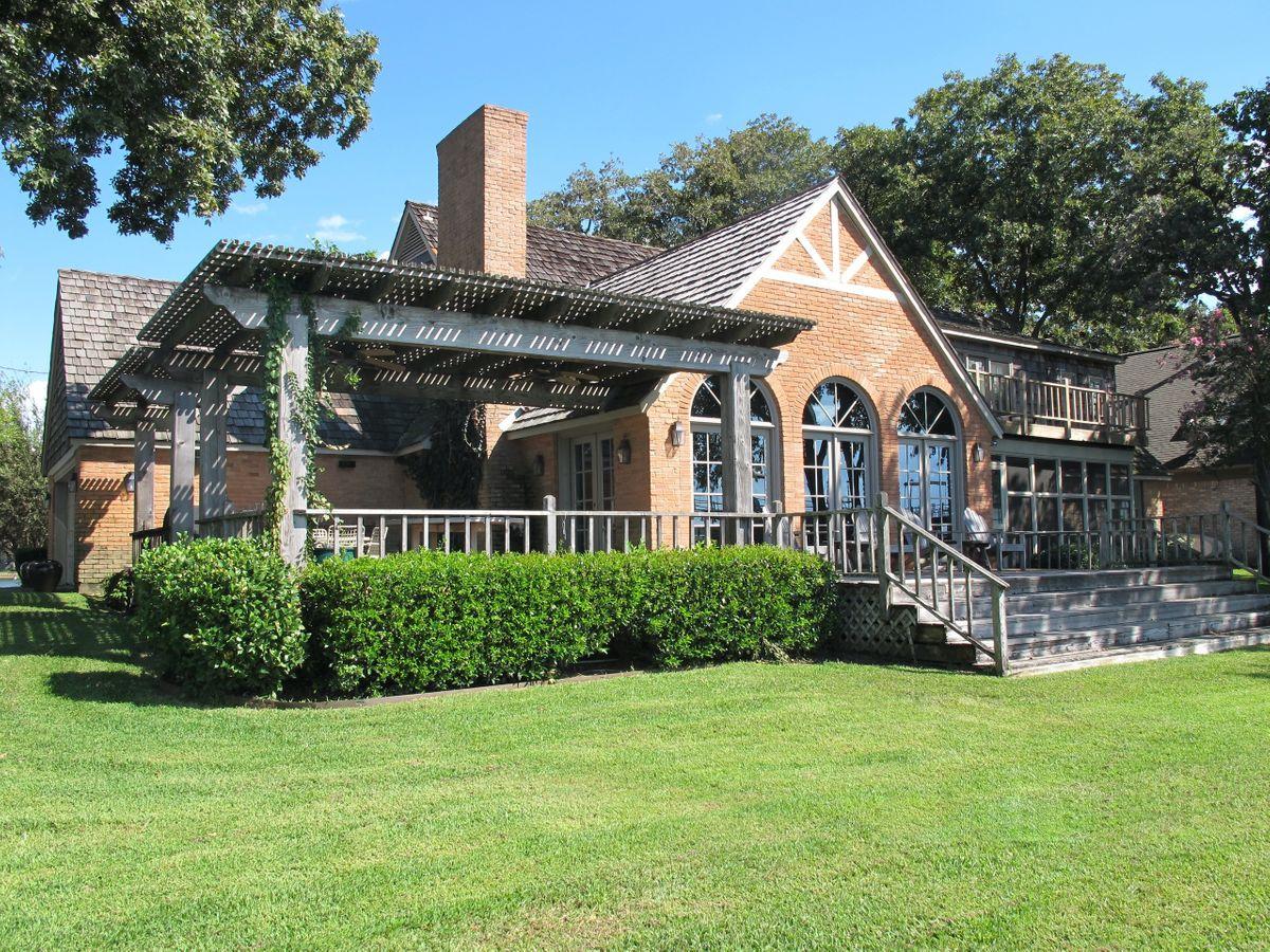 Pola Lakehouse Video Shoot Location Homes Dallas 34.jpg