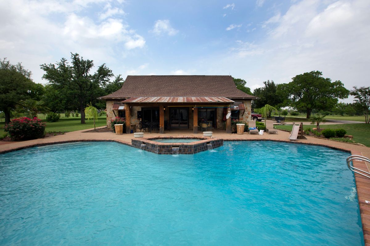 Sanders Hitch Traditional Home Photo Video Shoot Location Pool 0.jpg