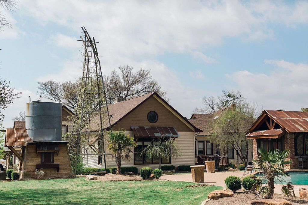 Sanders Hitch Traditional Home Photo Video Shoot Location Exterior 0.jpg