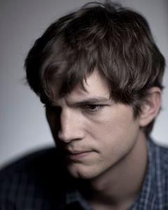 1cm_Ashton_Kutcher_3_10_0001.JPG