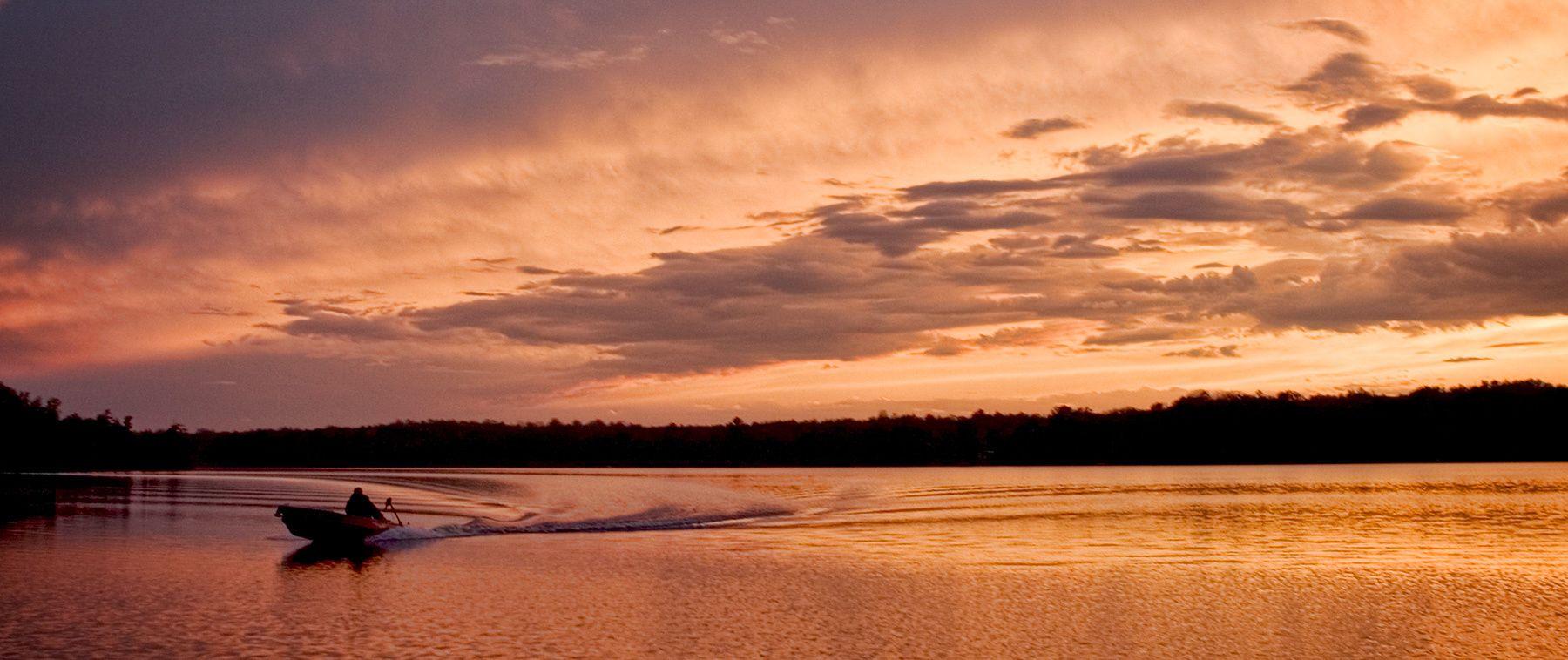 1r1689_letourneau_sunset_boat.jpg