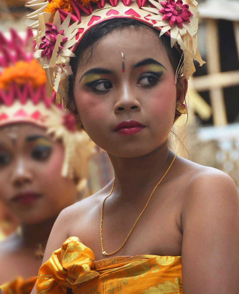 Balinese dancing girl