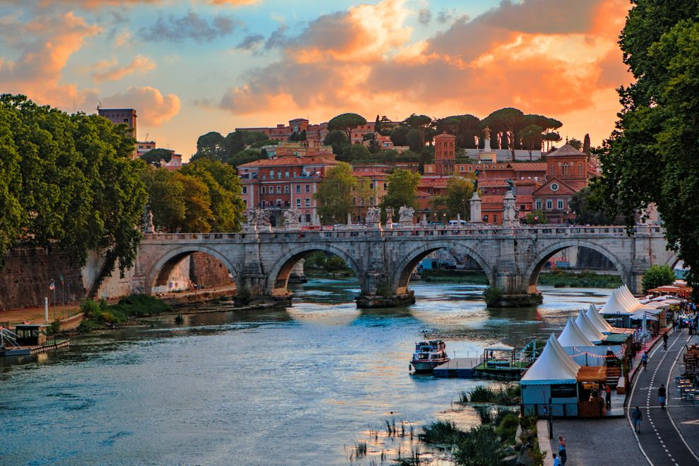 Rome sunset on river Tiber.jpg
