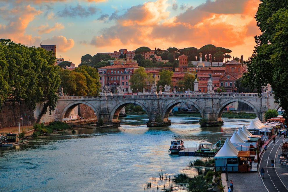 Rome sunset on river Tiber.jpg
