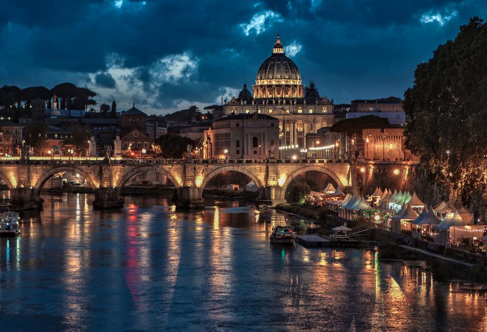 Dusk on river Tiber.jpg
