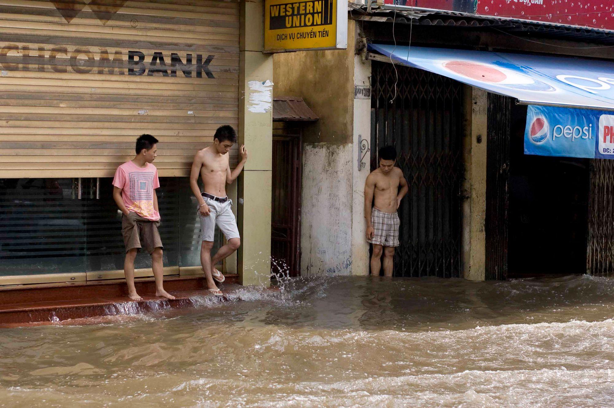 vietnam_hanoia_floods.jpg