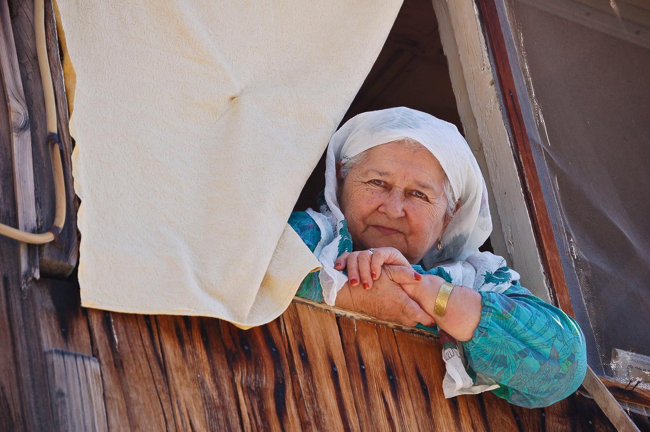 turkey_elmali_lady_portrait_balony.jpg
