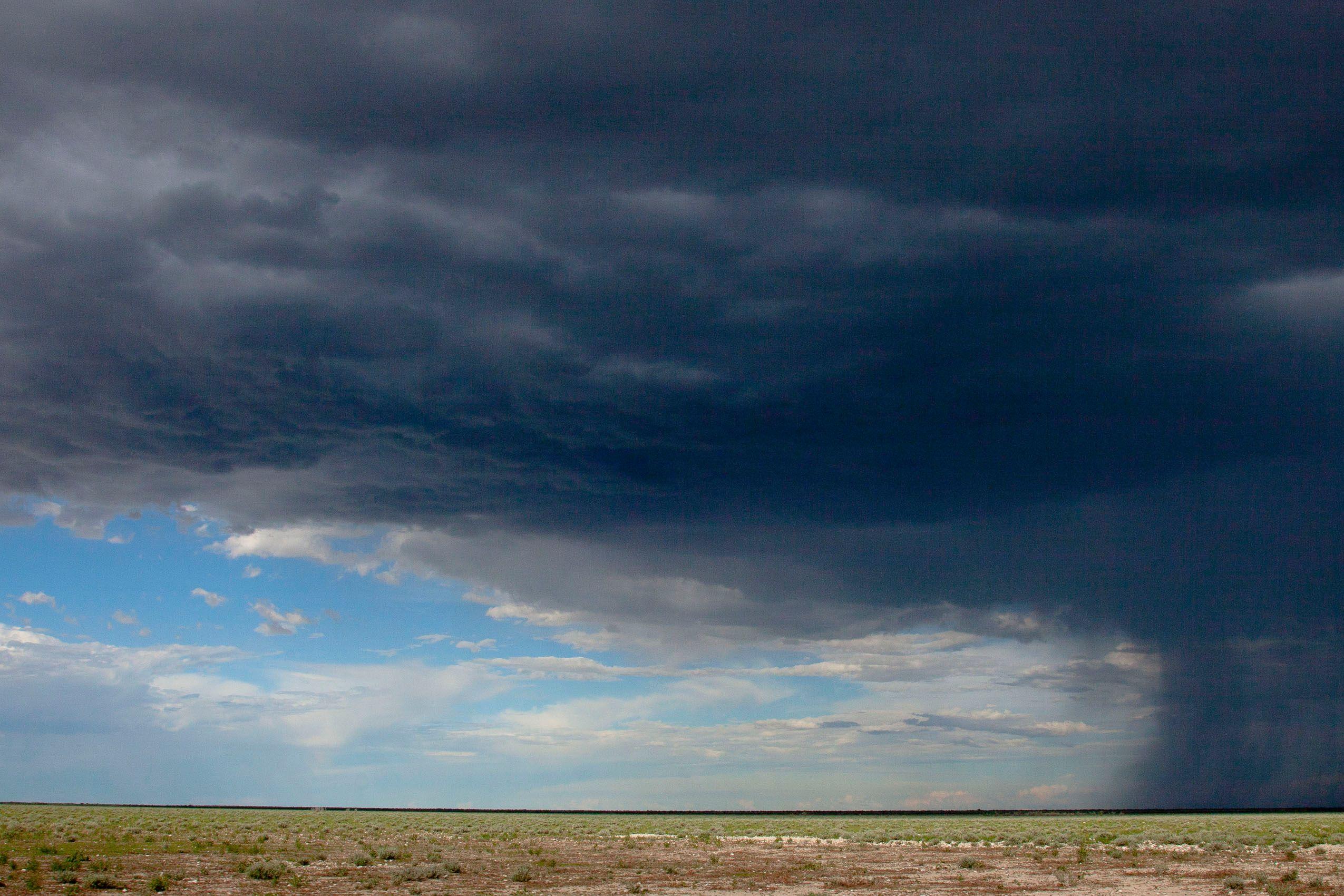 namibia_etosha_storm_landscape.jpg