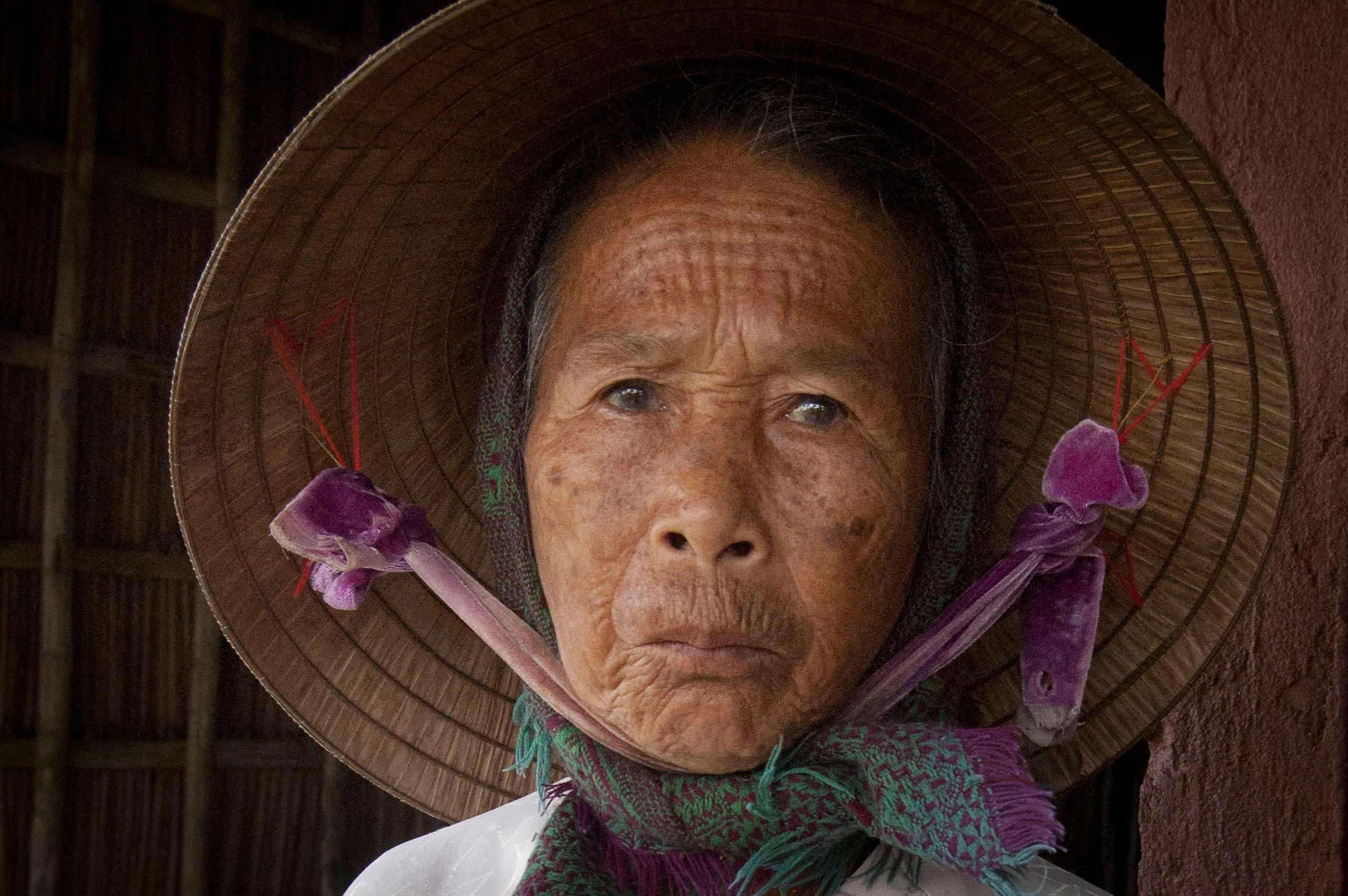 vietnam_hoian_lady_conical_hat_portrait.jpg