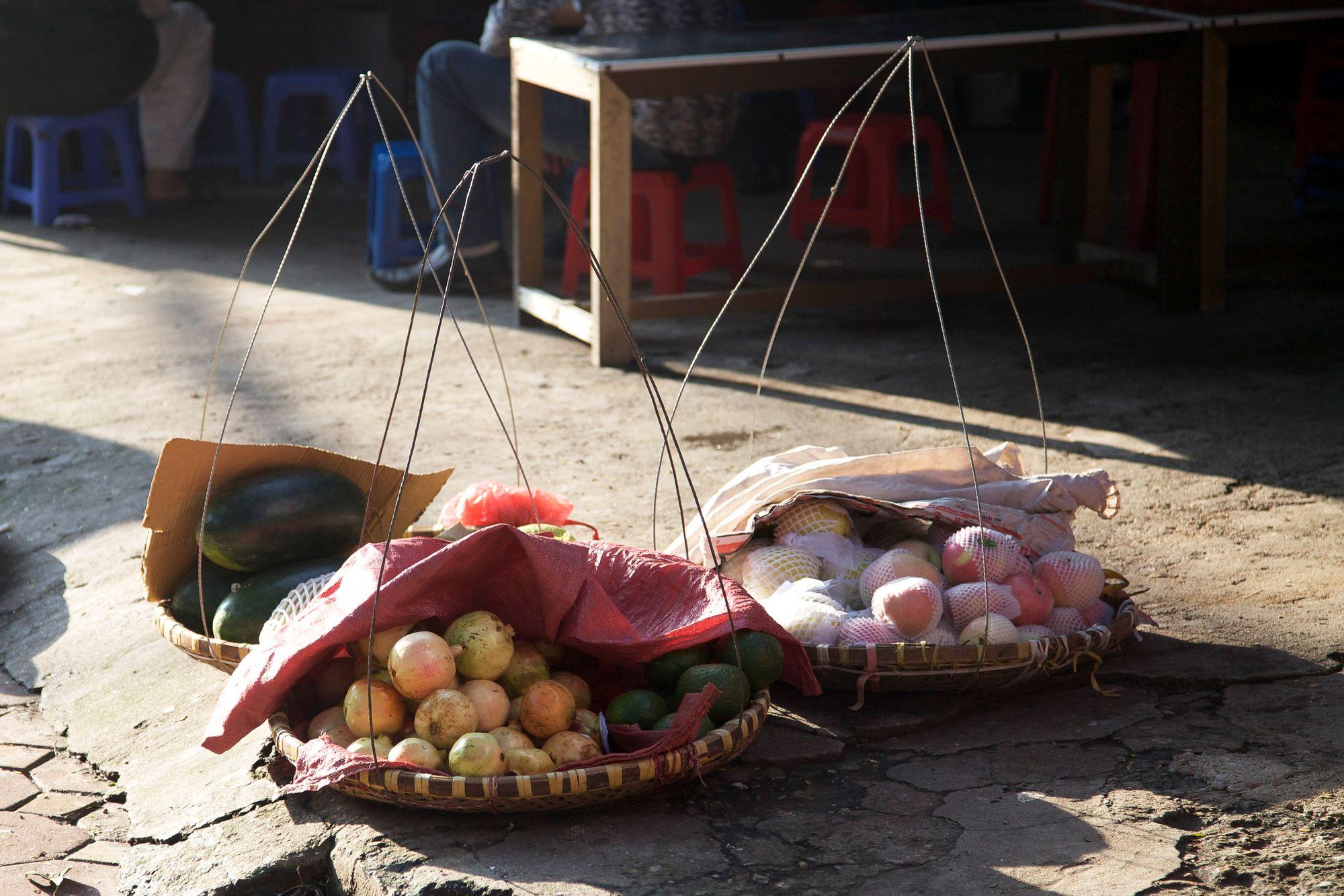 vietnam_hanoi_street_food.jpg