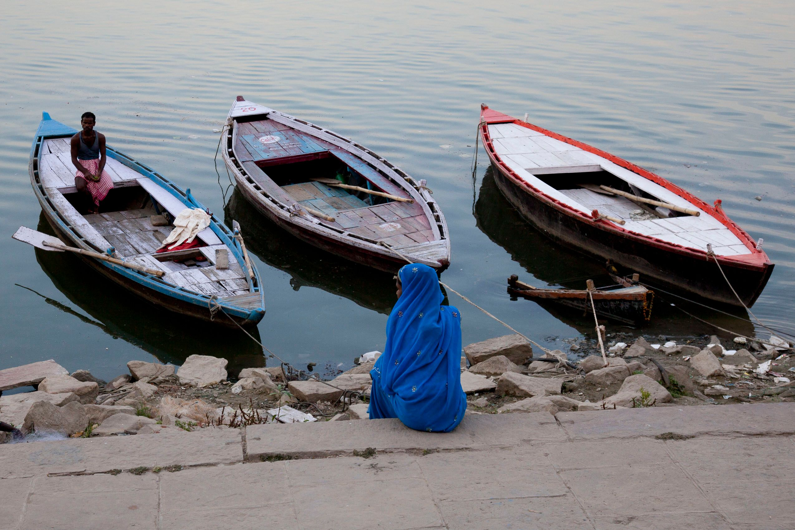 india_varanasi_boats_shore.jpg