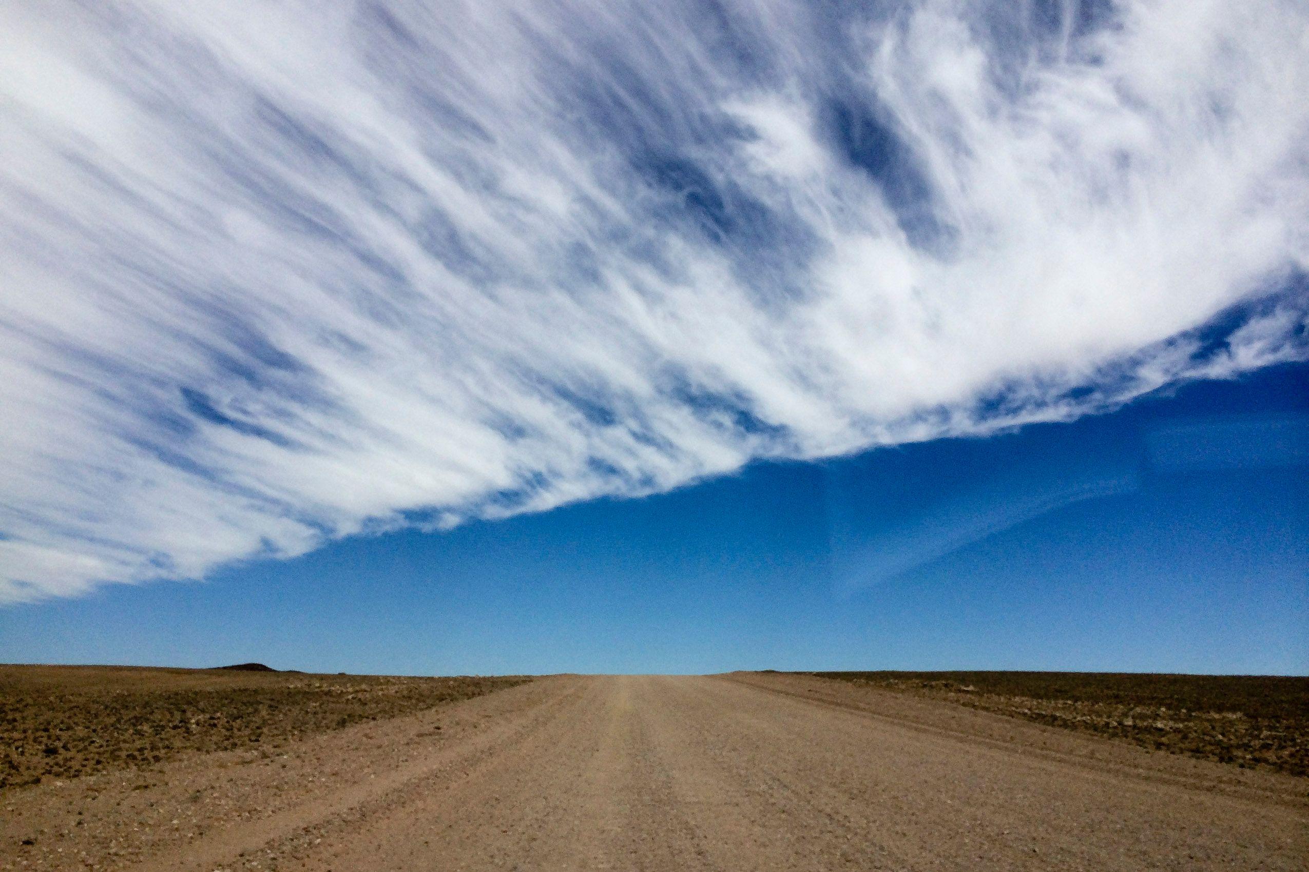 namibia_etosha_landscape_cloud.jpg