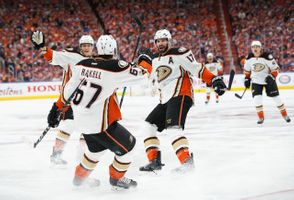 700039449CM007_Ducks_Oilers.JPG