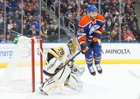 672874757CM006_Penguins_Oilers.JPG
