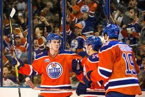 574715391CM057_Canucks_Oilers.JPG