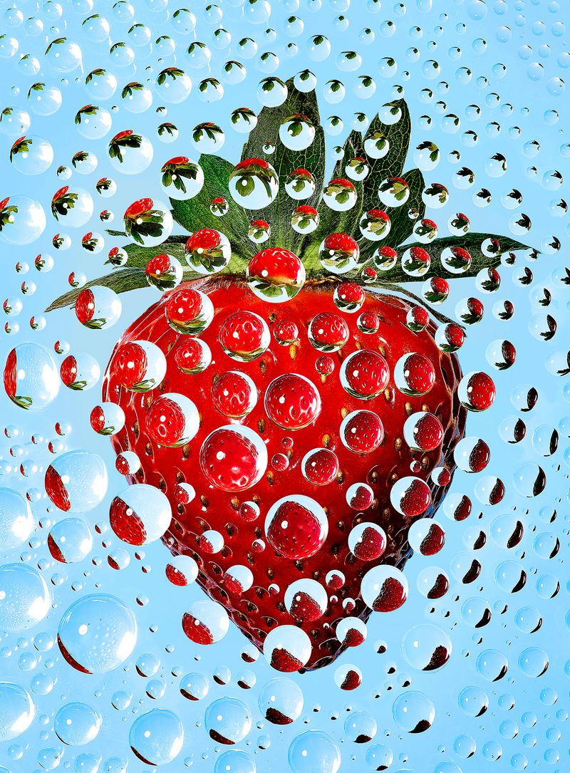 strawberry_flower_droplets_02_4x5.jpg