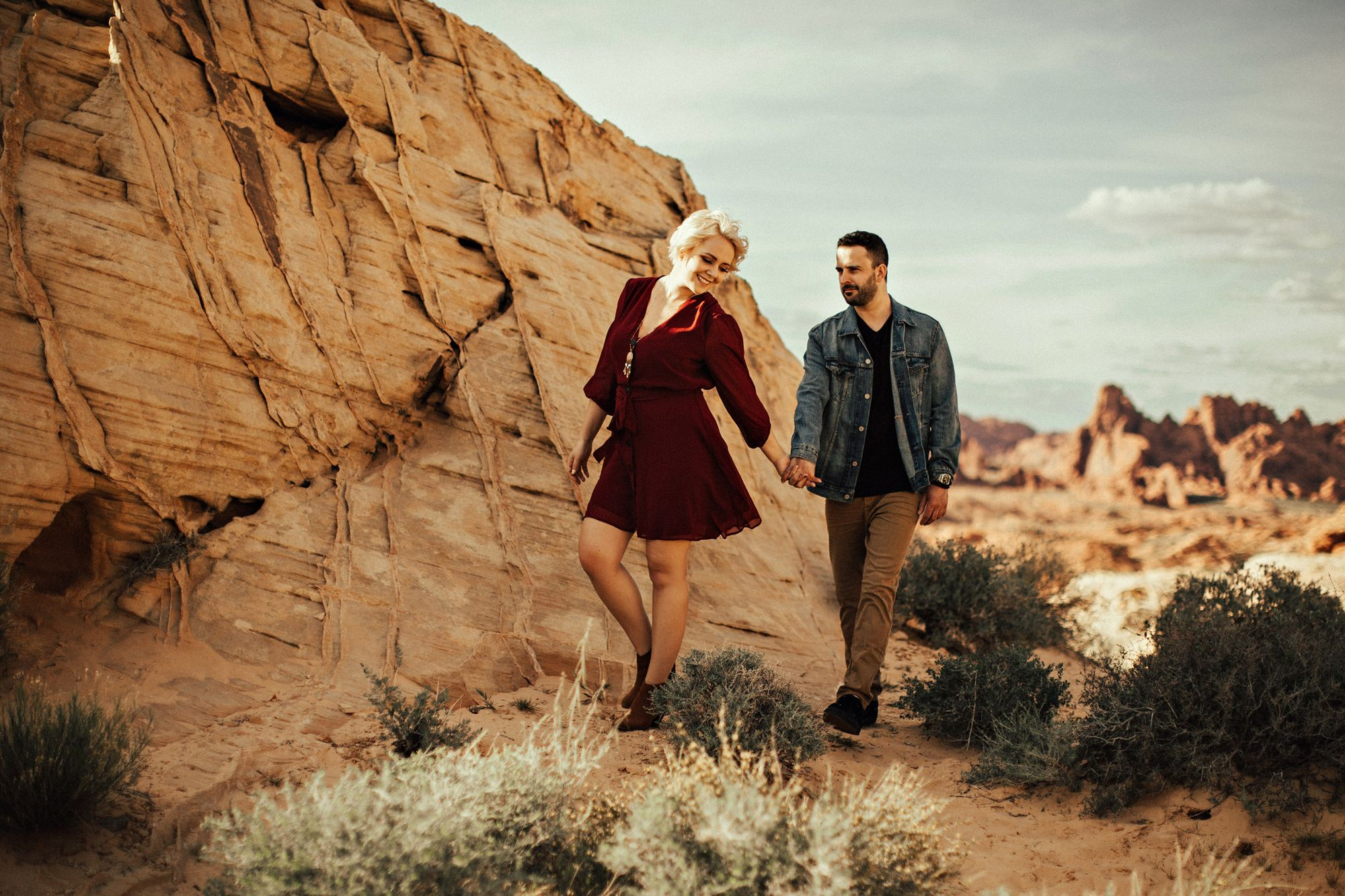 engagement couple valley of fire las vagas nevada