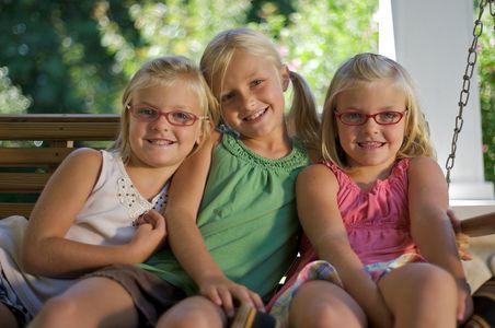 1girls_twins_sisters_swing_portrait.jpg