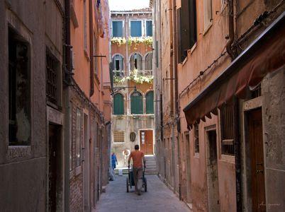 Push  •  Venice, Italy