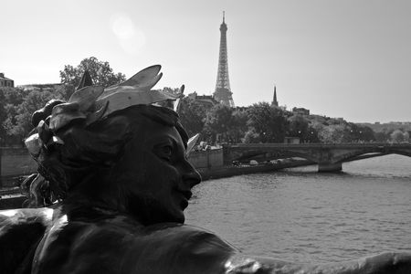 Nymphe, Pont Alexandre III • Paris