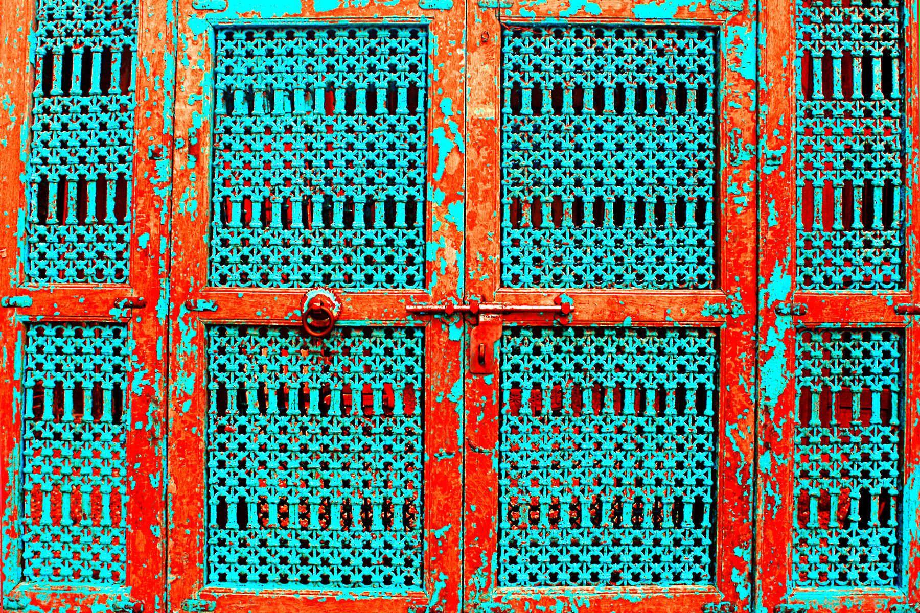 25_0_37_1c_janegottlieb_nm_old_doors1.jpg