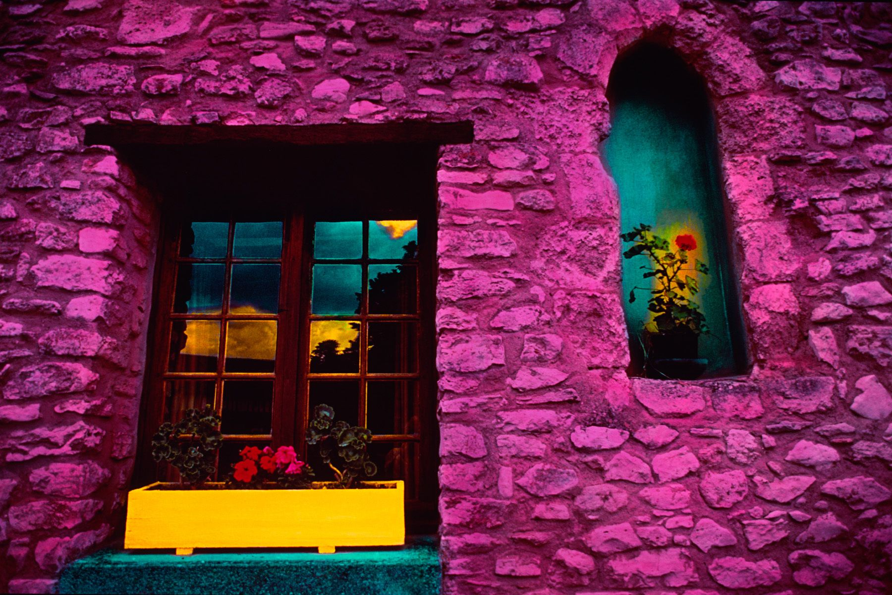 8_0_133_1i_janegottlieb_frenchstone_window_box_nook1.jpg