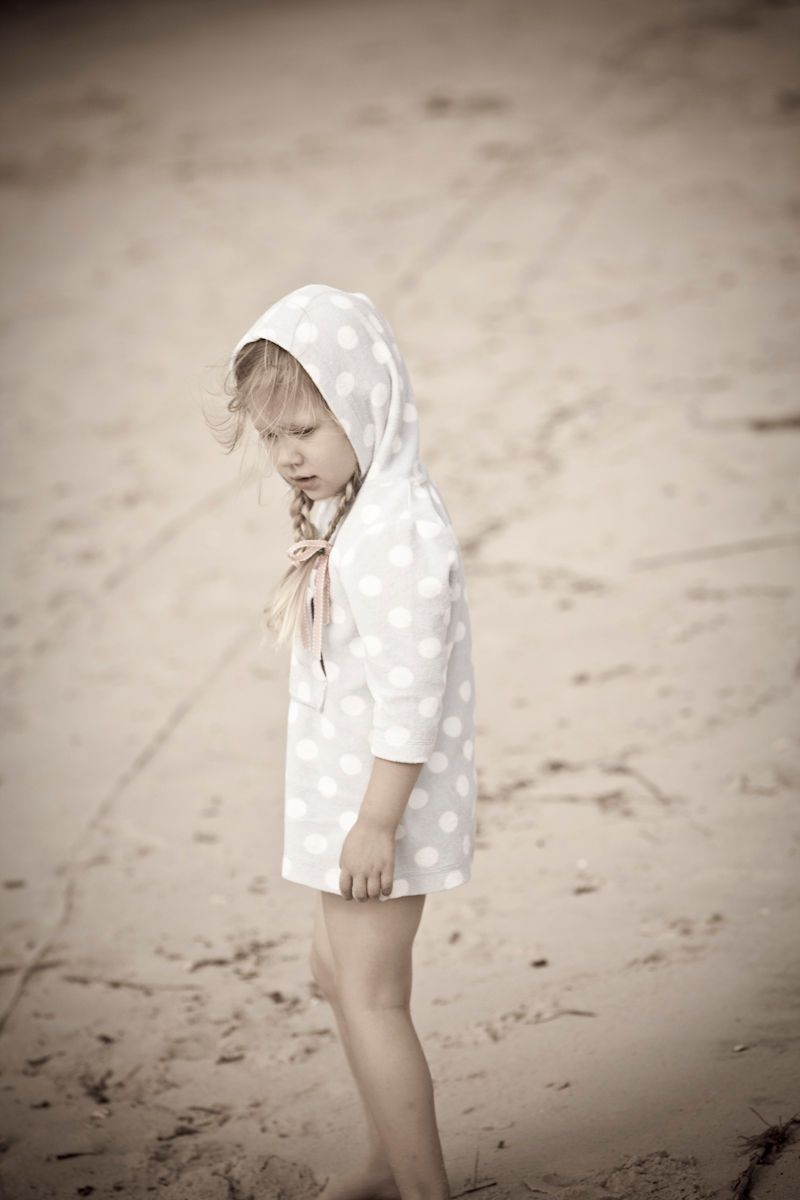 1girls_beach_lifestyle.jpg