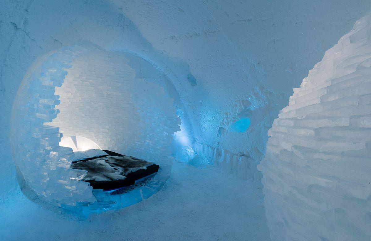 1sweden_icehotel_spherebed.jpg
