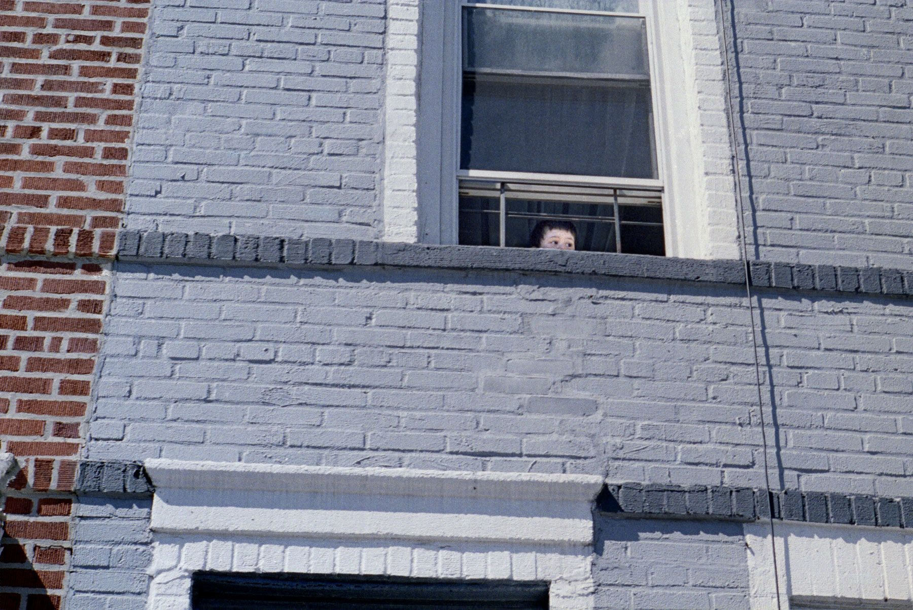 1child_in_window