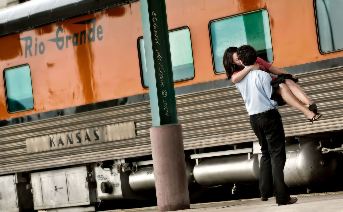 3_1train_romance_lifestyle_photography.jpg