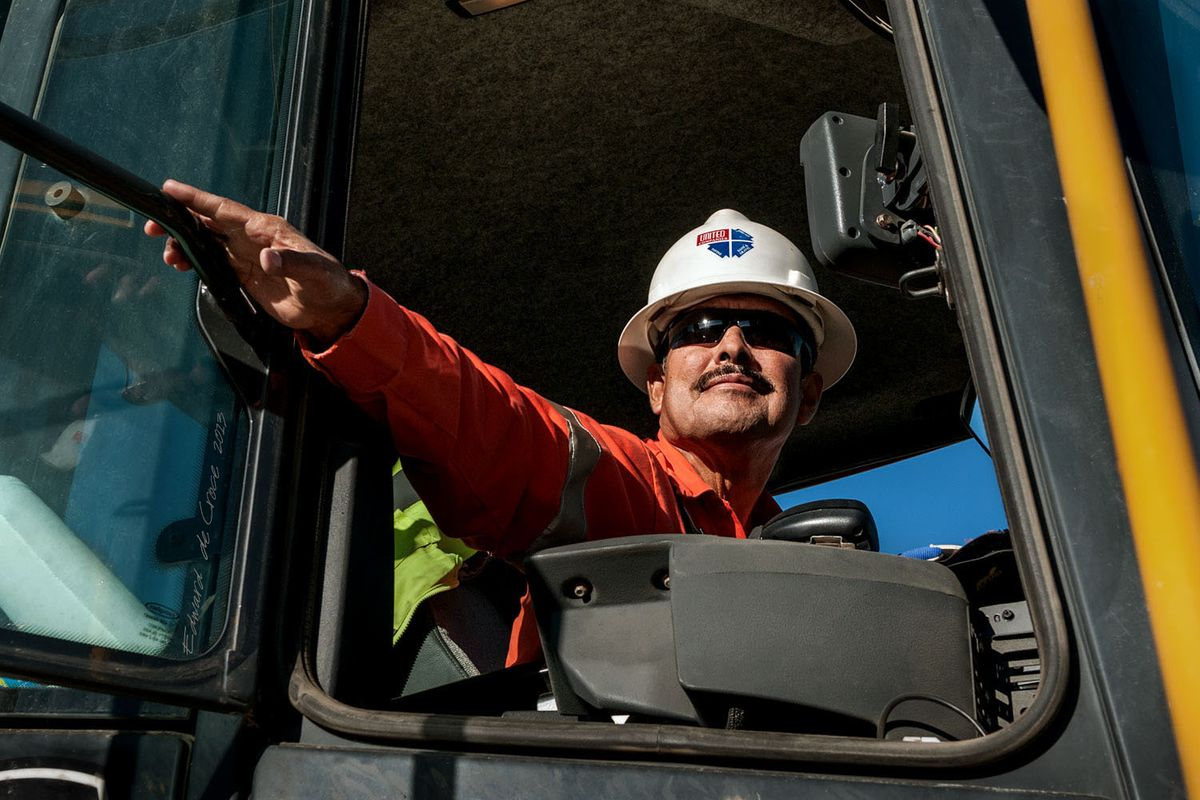 24_1heavy_equipment_operator_photography.jpg