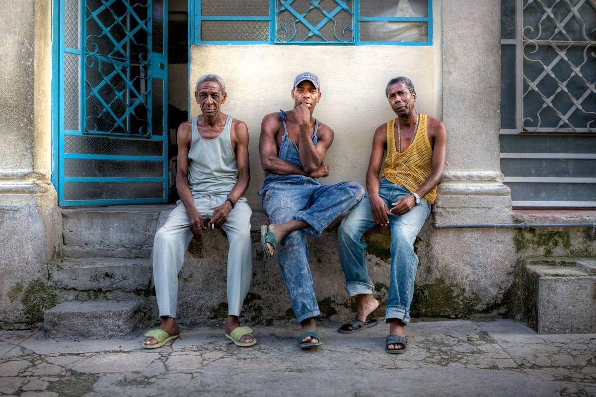 1js_q4g2632_tres_hombres_01