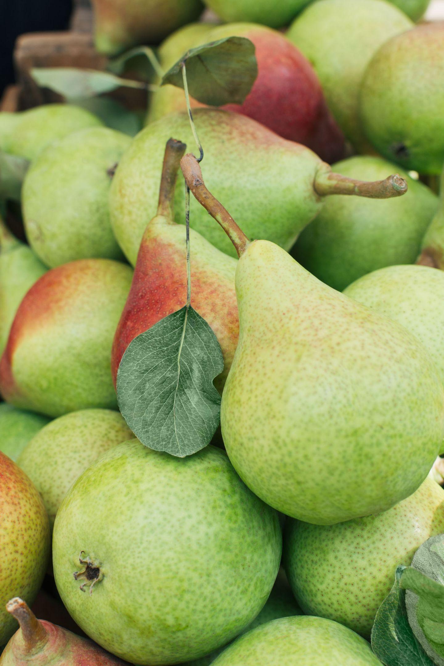 Fresh clapp pears