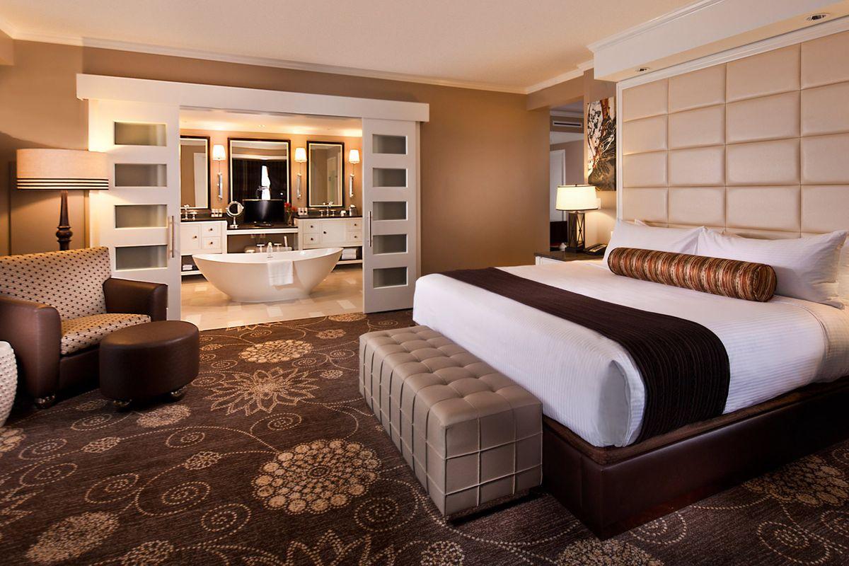 Hotels_Resorts_10.jpg